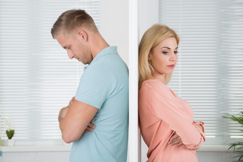 Un homme et une femme en pleine crise de couple