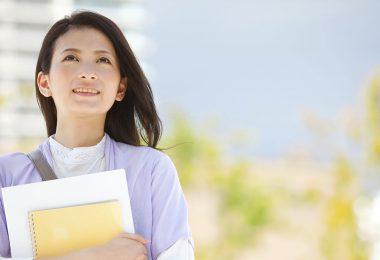 Une étudiante à la recherche d'un prêt